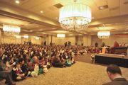 Его Святейшество Далай-лама на встрече с 700 членами местного тибетского сообщества. Дэнбери, штат Коннектикут, США. 18 октября 2012 г. Фото: Sonam Zoksang