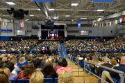 Во время лекции Его Святейшества Далай-ламы в центре О'Нила университета Западного Коннектикута. Дэнбери, штат Коннектикут, США. 18 октября 2012 г. Фото: WCSU