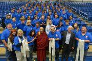 Его Святейшество Далай-лама и сотрудники центра О'Нила университета Западного Коннектикута. Денбери, штат Коннектикут, США. 19 октября 2012 г. Фото: WCSU
