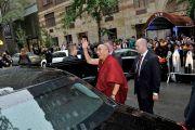 Его Святейшество Далай-лама покидает Хантер-колледж. Нью-Йорк, штат Нью-Йорк, США. 19 октября 2012 г. Фото: Sonam Zoksang
