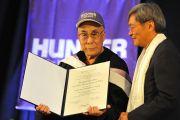 Его Святейшеству Далай-ламе вручили почетный диплом Хантер-колледжа. Нью-Йорк, штат Нью-Йорк, США. 19 октября 2012 г. Фото: Sonam Zoksang