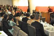 Его Святейшество Далай-лама во время встречи с представителями тибетского сообщества и сообществ монгольских народов, живущих штатах Нью-Йорк и Нью-Джерси. Нью-Йорк, штат Нью-Йорк, США. 21 октября 2012 г. Фото: Джереми Рассел (Офис ЕСДЛ)