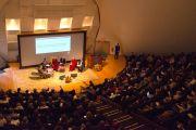 """Аудитория Каспари Рокфеллеровского университета, в которой проходила XXV конференция """"Ум и жизнь"""" с участием Его Святейшества Далай-ламы. Нью-Йорк, штат Нью-Йорк, США. 20 октября 2012 г. Фото: Mind and Life Institute"""