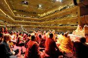 2700 человек собрались в Линкольн-центре на учения Его Святейшества Далай-ламы. Нью-Йорк, штат Нью-Йорк, США. 21 октября 2012 г. Фото: Sonam Zoksang