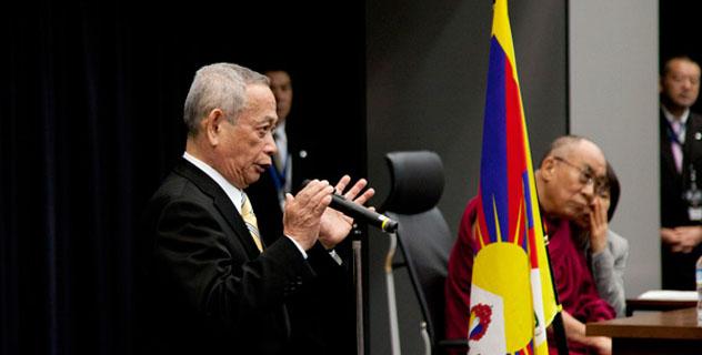 Его Святейшество Далай-лама выступил с речью перед японскими парламентариями и принял участие в конференции на тему современной и буддийской науки