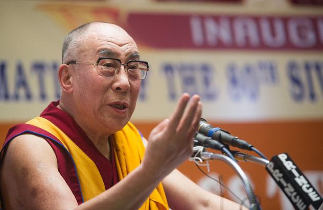 Его Святейшество Далай-лама посетил открытие 80-го Ежегодного паломничества Сивагири в Варкале, штат Керала