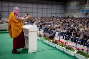 Его Святейшество Далай-лама выступает с лекцией в выставочном зале Пасифик-холл. Йокогама, Япония. 4 ноября 2012 г. Фото: Office of Tibet, Japan