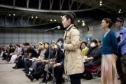 После лекции Его Святейшество Далай-лама  ответил на многочисленные вопросы слушателей. Иокогама, Япония. 4 ноября 2012 г. Фото: Office of Tibet, Japan