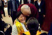 Его Святейшество Далай-лама здоровается со своими последователями в Токио, Япония. 5 ноября 2012 г. Фото: Office of Tibet Japan
