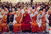Его Святейшество Далай-лама во время встречи с группой из Кореи. Йокогама, Япония. 5 ноября 2012 г. Фото: Office of Tibet Japan
