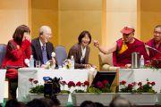 Во время встречи Его Святейшества Далай-ламы с японскими учеными. Токио, Япония. 7 ноября 2012 г. Фото: Office of Tibet Japan