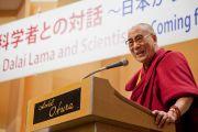 Его Святейшество Далай-лама выступает на встрече с учеными в Токио, Япония. 6 ноября 2012 г. Фото: Office of Tibet Japan