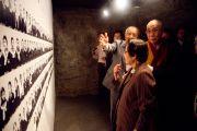 Его Святейшество Далай-лама посетил мемориальный комплекс Химеюра, посвященный японским студентам и преподавателям, погибшим на острове во время Второй мировой войны. Окинава, Япония. 11 ноября 2012 г. Фото: Office of Tibet Japan