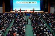 Около 6000 человек собрались послушать лекцию Его Святейшества Далай-ламы. Окинава, Япония. 11 ноября 2012 г. Фото: Office of Tibet Japan
