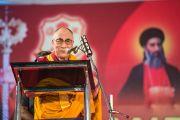 Его Святейшество Далай-лама выступает с речью на праздновании 100-летия автокефалии Маланкарской Православной Сирийской Церкви Индии. Кочи, штат Керала, Индия. 25 ноября 2012 г. Фото: Тензин Чойджор (офис ЕСДЛ)
