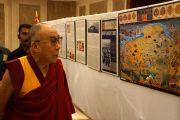 Его Святейшество Далай-лама на выставке, посвященной Тибету, организованной обществом друзей Тибета в Кочи, штат Керала, Индия. 25 ноября 2012 г. Фото: Джереми Рассел (офис ЕСДЛ)