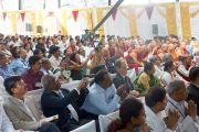 """Во время выступления Его Святейшества Далай-ламы на открытии конференции """"Йога в образовании"""" в университете Тумкур. Бангалор, штат Карнатака, Индия. 27 ноября 2012 г. Фото: Джереми Рассел (Офис ЕСДЛ)"""