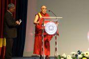 Его Святейшество Далай-лама выступает в Христианском университете в Бангалоре. Штат Карнатака, Индия. 26 ноября 2012 г. Фото: Джереми Рассел (Офис ЕСДЛ)