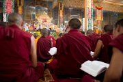 Во время учений Его Святейшества Далай-ламы в монастыре Ганден. Мандгод, штат Карнатака, Индия. 30 ноября 2012 г. Фото: Manuel Bauer
