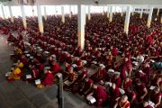На учения Его Святейшества Далай-ламы в монастыре Ганден собрались более 17 тысяч монахов и монахинь. Мандгод, штат Карнатака, Индия. 30 ноября 2012 г. Фото: Manuel Bauer