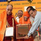 Далай-лама официально открыл конференцию по вопросам йоги в образовании в Университете Тумкур
