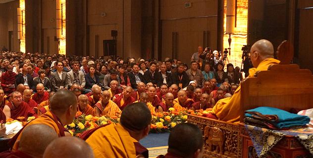 Первый день учений Его Святейшества Далай-ламы для учеников из России