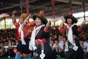 Тибетские школьники выступают на праздновании 23-летия вручения Далай-ламе Нобелевской премии мира. Мандгод, Индия. 10 декабря 2012 г. Фото: Тензин Чойджор (офис ЕСДЛ)
