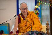Его Святейшество Далай-лама обращается с речью к ученикам Центральной школы для тибетцев. Мандгод, Индия. 12 декабря 2012 г. Фото: Тензин Чойджор (Офис ЕСДЛ)
