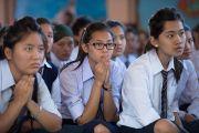 Ученики Центральной школы для тибетцев слушают Его Святейшество Далай-ламу. Мандгод, Индия. 12 декабря 2012 г. Фото: Тензин Чойджор (Офис ЕСДЛ)