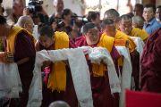Во время молебна о долголетии Его Святейшества Далай-ламы в монастыре Дрепунг в Мандгоде, Индия. 13 декабря 2012 г. Фото: Тензин Чойджор (Офис ЕСДЛ)