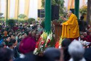 Его Святейшество Далай-лама выступает на торжественной церемонии, повсященной 50-летию со дня основания в Дели тибетской общины Самьелинг. Нью-Дели, Индия. 26 декабря 2012 г. Фото: Тензин Чойджор (Офис ЕСДЛ)