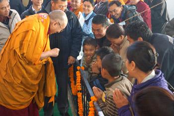 Заключительный день учений Его Святейшества Далай-ламы в Сарнатхе