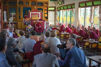Его Святейшество Далай-лама прибыл в Мандгод на 26-ю конференцию института «Ум и жизнь»