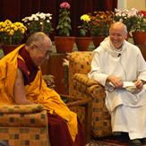 Диалог Его Святейшества Далай-ламы и о. Лоренса Фримэна об учителях и учениках в Сарнатхе