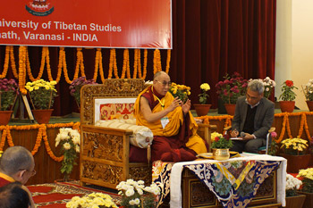 Его Святейшество Далай-лама посетил школу «Проект Алиса» и открыл конференцию «Буддизм и общество» в Сарнатхе