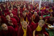 На учения Его Святейшества Далай-ламы в Сарнатхе, Индия, собрались более 2000 монахов и монахинь. 9 января 2013 г. Фото: Тензин Чойджор (Офис ЕСДЛ)