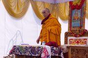 Его Святейшество Далай-лама выступает перед студентами Центрального университета высшей тибетологии в Сарнатхе, Индия. 11 января 2013 г. Фото: Джереми Рассел (Офис ЕСДЛ)