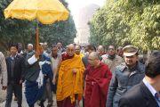 Его Святейшество Далай-лама после посещения ступы в Сарнатхе, Индия. 11 января 2013 г. Фото: Джереми Рассел (Офис ЕСДЛ)