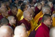Во время учений Его Святейшества Далай-ламы по текстам Джатак в главном тибетском храме. Дхарамсала, Индия. 25 февраля 2013 г. Фото: Тензин Пхунцок (архив монастыря Намгьял)