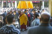 Его Святейшество Далай-лама покидает главный тибетский храм по окончании учений. Дхарамсала, Индия. 25 февраля 2013 г. Фото: Тензин Пхунцок (архив монастыря Намгьял)
