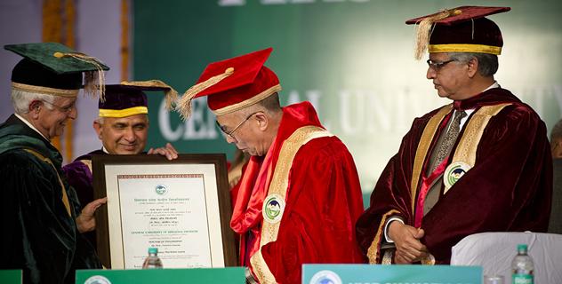 Университет штата Химачал-Прадеш присвоил Далай-ламе почетную степень доктора философии