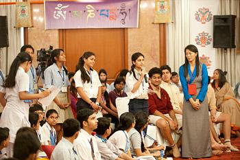 В Дели Далай-лама встретился с молодежью