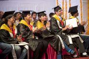 Некоторые из выпускников Университета штата Химачал-Прадеш в Шахпуре во время торжественной церемонии вручения ученых степеней. 28 февраля 2013 г. Фото: Тензин Чойджор (Офис ЕСДЛ)
