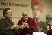 Его Святейшество Далай-лама во время межрелигиозной встречи «О мировых религиях: разнообразие, а не разногласия», организованной Индийским советом по культурным связям в честь 150-летия со дня рождения Свами Вивеканады. Нью-Дели, Индия. 9 марта 2013 г. Фото: Тензин Чойджор (офис ЕСДЛ).