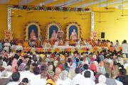 Его Святейшество Далай-лама выступает с речью на празднике в честь дня основания ашрама Шри Убасина Каршни. 12 марта 2013 г. Матхура, штат Уттар-Прадеш, Индия. Фото: Тензин Такла (офис ЕСДЛ).