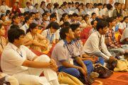 Учащиеся слушают Его Святейшество Далай-ламу во время интерактивного общения в Нью-Дели, Индия. 22 марта 2013 г. Фото: Джереми Рассел (Офис ЕСДЛ)