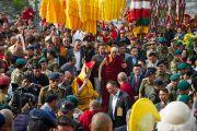 Торжественная процессия, сопровождающая Его Святейшество Далай-ламу в Равангле, штат Сикким, Индия. 24 марта 2013 г. Фото: Тензин Чойджор (офис ЕСДЛ).