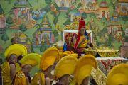 Его Святейшество Далай-лама проводит церемонию освящения статуи Будды Татхагата Цал, в молитвенном зале комплекса статуи. Равангла, штат Сикким, Индия. 25 марта 2013 г. Фото: Тензин Чойджор (офис ЕСДЛ).