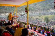 Его Святейшество Далай-лама выступает с речью по случаю освящения статуи Будды Татхагата Цал. Равангла, штат Сикким, Индия. 25 марта 2013 г. Фото: Тензин Чойджор (офис ЕСДЛ).