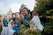 В ожидании прибытия Его Святейшества Далай-ламы для проведения церемонии освящения статуи Будды Татхагата Цал. Равангла, штат Сикким, Индия. 25 марта 2013 г. Фото: Тензин Чойджор (офис ЕСДЛ).